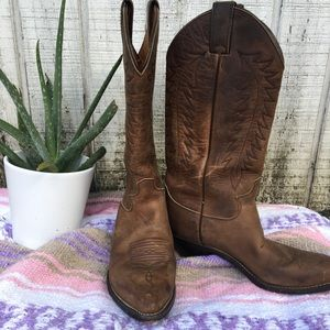 Women's Justin cowgirl boots, size 7.5
